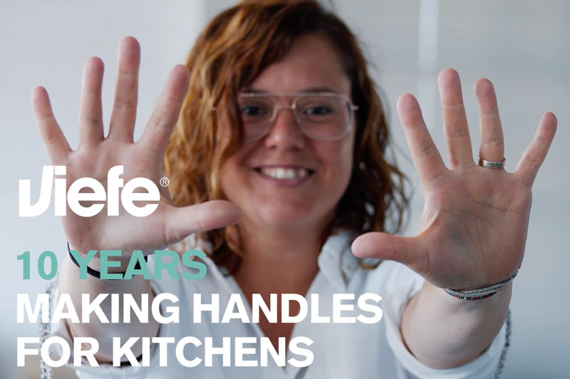 10 years making handles for kitchens 10 anos haciendo tiradores para cocinas Viefe