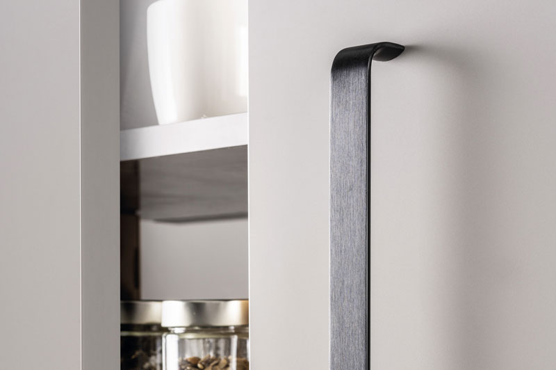 Sense long handle for kitchens, bedrooms, offices and bathrooms. Tirador Sense long para cocinas, habitaciones, oficinas y baños by Viefe