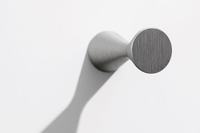Diabolo knob and wall hook for bedrooms, offices dressing rooms, bathrooms and kitchens by Viefe | Diabolo pomo y colgador de pared para habitaciones, oficinas, vestidores, baños y cocinas by Viefe